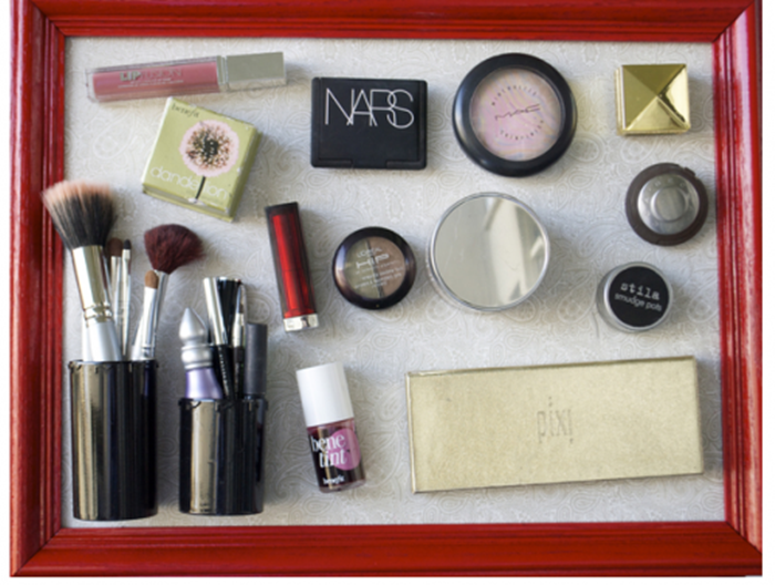 diy-magnetic-makeup-storage-on-a-wall-1-500x377