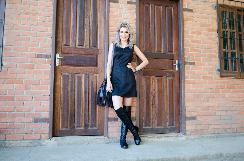 vestido com bota Over The Knee