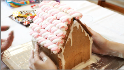 GINGERBREAD HOUSE KIT - CASA DE DOCE